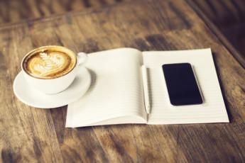 Dagboek met kopje koffie